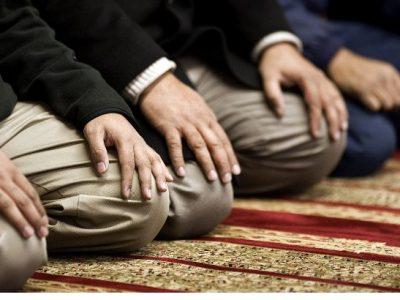 آیا میتوان در حین نماز خواندن موبایل جواب داد؟