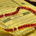 در حین خواندن قرآن چگونه باید نشست؟
